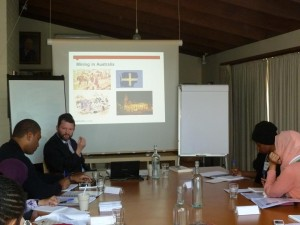 Erick Eklund, Professor of History, Monash University sedang memberikan materi tentang Mining in Australia Society |  Dok. APJC
